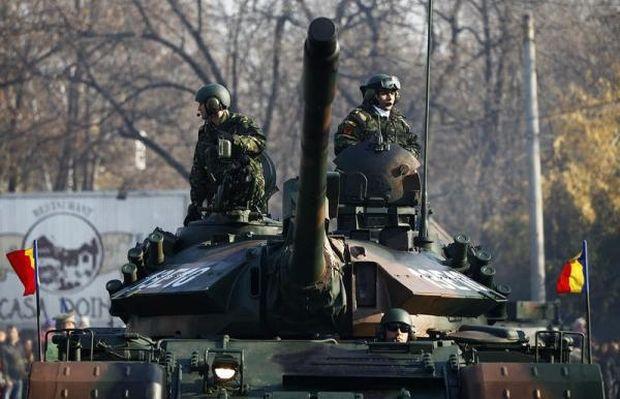 Acuzaţii GRAVE la adresa ministrului Apărării: Armata a IV-a Transilvania, trimisă la paradă FĂRĂ combustibil
