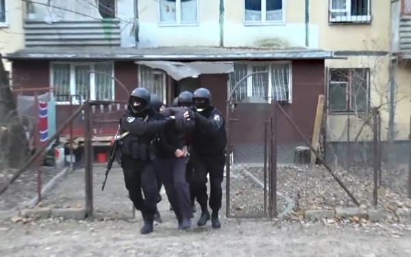 De ce au ajuns agentii FBI sa ia cu asalt un apartament de bloc din Moldova.