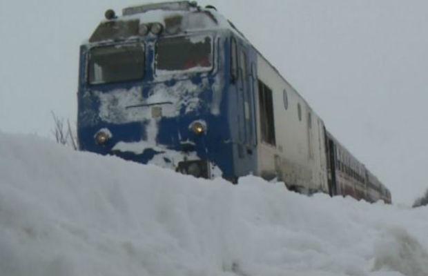 Salvat de un apel din tren: un teleormănean a fost găsit îngheţat şi aproape inconştient lângă o cale ferată din judeţ.