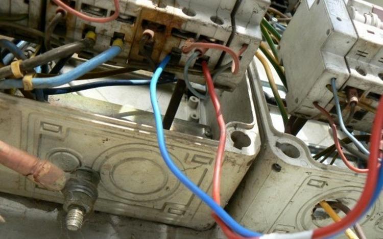 120 de cazuri de consum ilicit de energie electrică în Teleorman