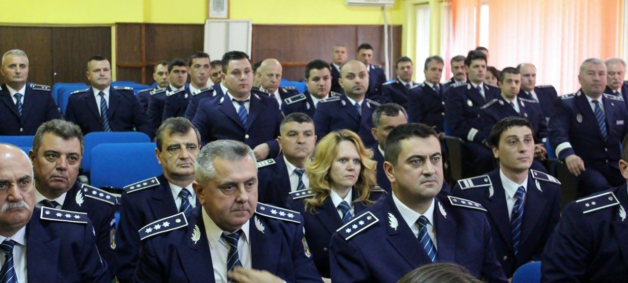 22 polițiști din Teleorman au fost avansați în grad