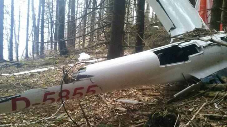 Planorul prăbușit în Munții Postăvarul, găsit de autorități după 4 luni de căutări