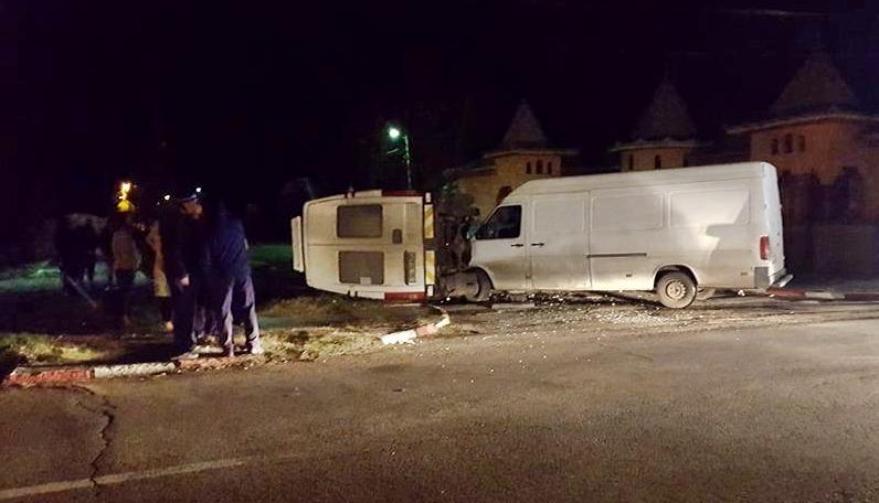 ACCIDENT | Coliziune între un microbuz și o autoutilitară pe o stradă din Alexandria
