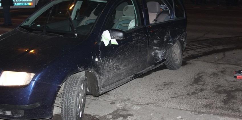 Accident grav la semaforul de la Primăria Alexandria. Victima se zbate între viață și moarte