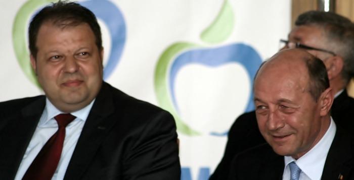 """Traian Băsescu: """"Să vă axați campania nu pe promisiuni fanteziste, ci pe realitatea Constituției"""""""