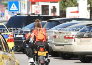 Uite cum s-a imbracat tipa asta pentru o plimbare cu motocicleta