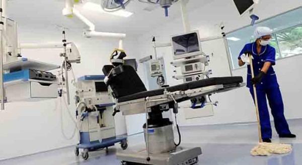 """Şase spitale din Teleormn deţin stocuri din """"dezinfectantul diluat"""" de la Hexi Pharma"""