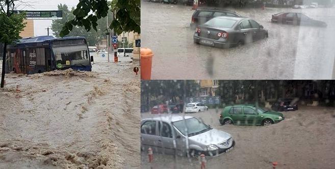 VIDEO-Inundații devastatoare în Tulcea. Mașinile au fost luate pe sus de șuvoaiele de ape