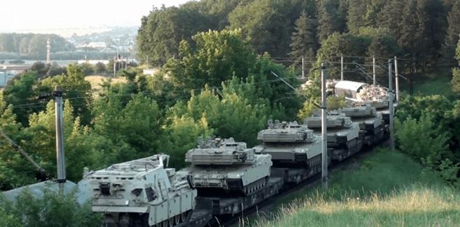 VIDEO | Tren cu tancuri americane Abrams în zona Vatra Dornei
