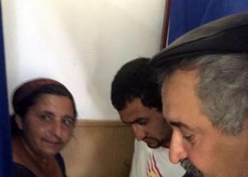 Imagine surprinsă în comuna Gălăteni, unde trei oameni au intrat, simultan, în cabina de vot