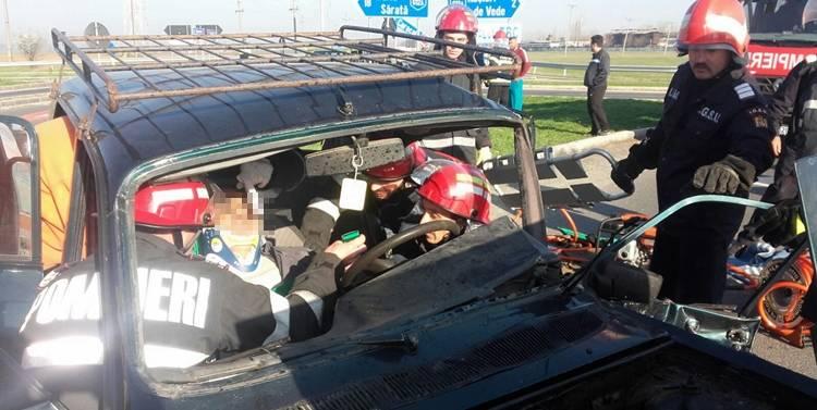FOTO: Accident la Rosiorii de Vede. Doi barbaţi şi o femeie au ajuns la Spital