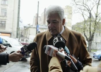 Fostul ministru al Economiei Adriean Videanu sustine o declaratie de presa la sediul Directiei de Investigare a Infractiunilor de Criminalitate Organizata si Terorism (DIICOT) din Bucuresti, marti 22 martie 2016. ANDREEA ALEXANDRU / MEDIAFAX FOTO