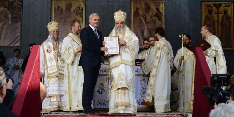 SINISTRU! Mai mulți parlamentari PSD vor fi duși cu microbuzele la o mânăstire din Olt să jure pe Biblie!