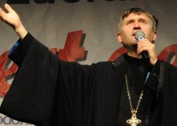 Cristian Pomohaci, dat afară din Biserica Ortodoxă pentru că i-a făcut avansuri unui minor