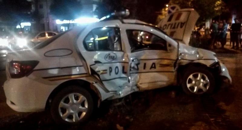 Doi poliţişti răniţi grav într-un accident produs la Giurgiu