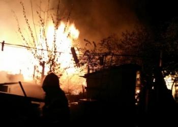 Incendiu violent la o casă de locuit din localitatea Rădoiești Vale