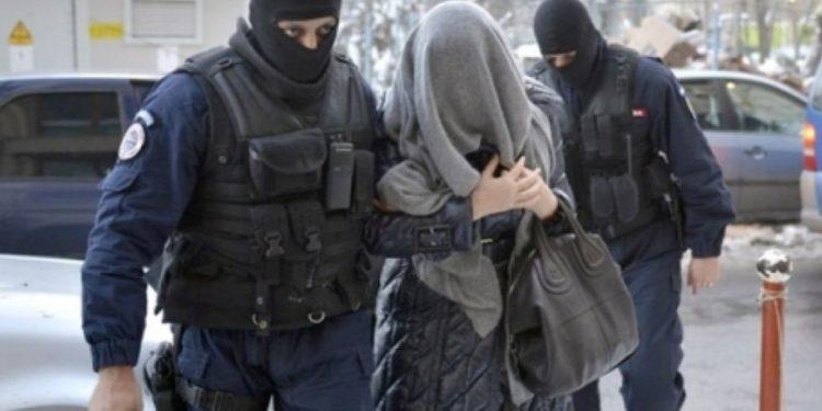 O teleormăneancă de 22 de ani, arestată la Sibiu, după ce a furat un portofel