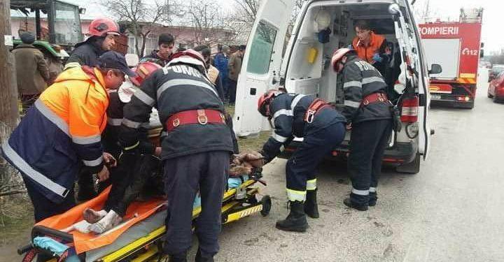 La un pas de tragedie! O fetiță de 14 ani, la un pas să fie strivită, după ce un arbore a căzut peste ea