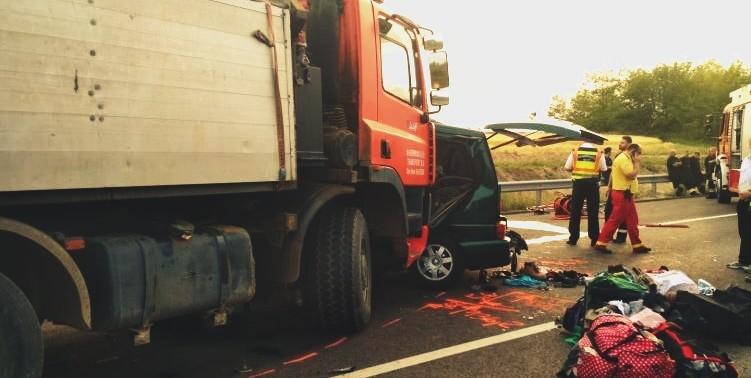 ATENȚIE, IMAGINI ȘOCANTE! Nouă români morți într-un accident în Ungaria. Șoferul era LIVE pe Facebook