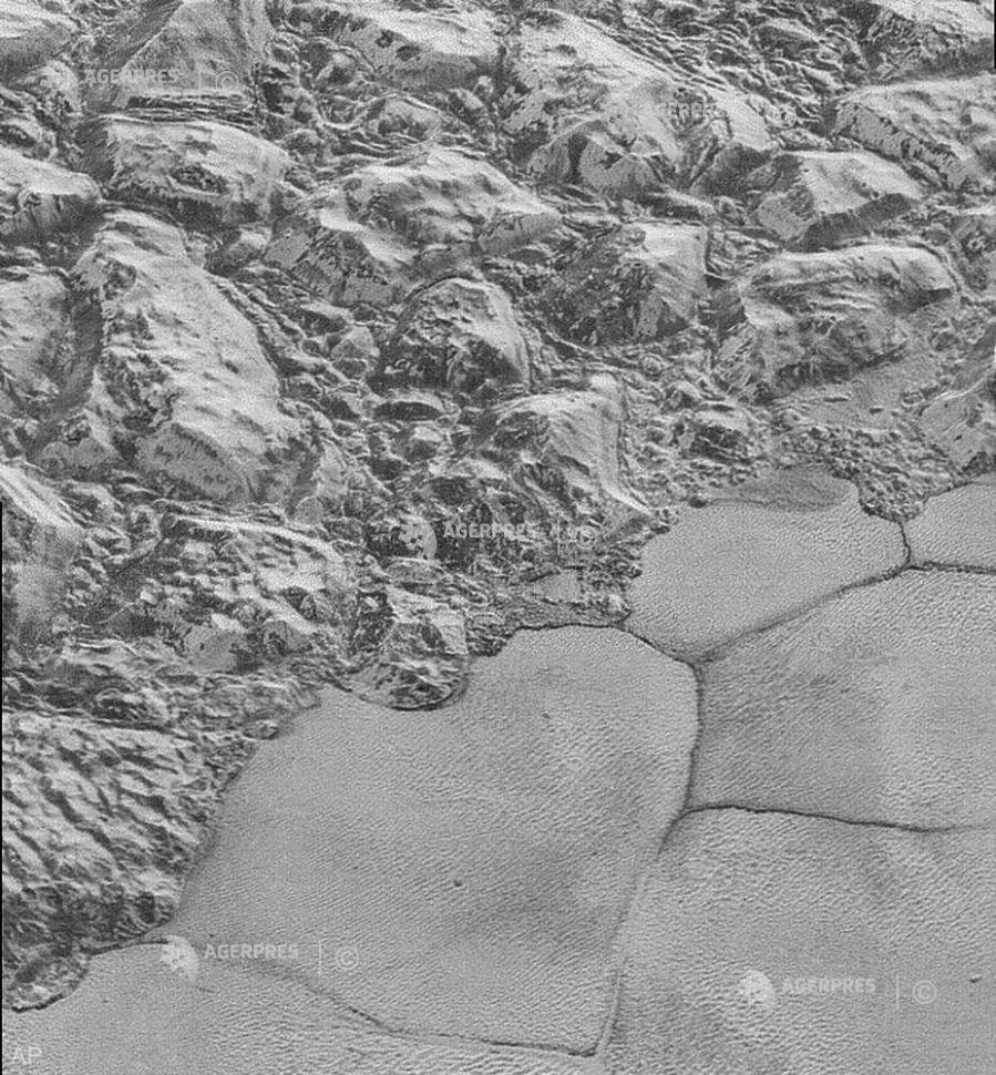 Dunele de pe Pluto sunt alcătuite din granule de metan congelat
