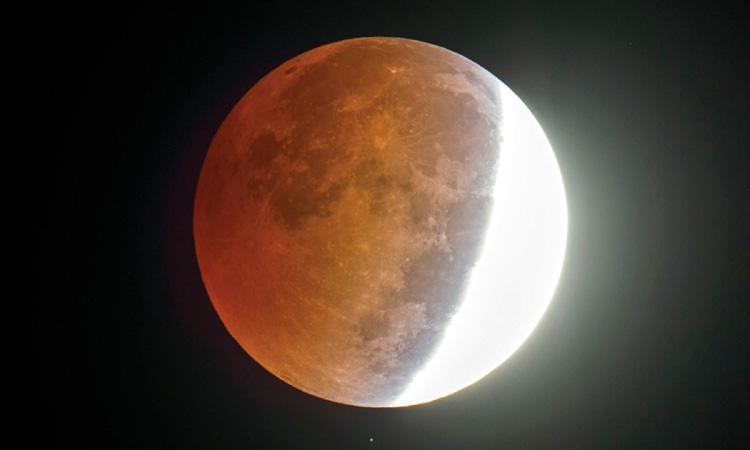 Cea mai lungă eclipsă totală de lună din secolul 21 are loc pe 27 iulie 2018