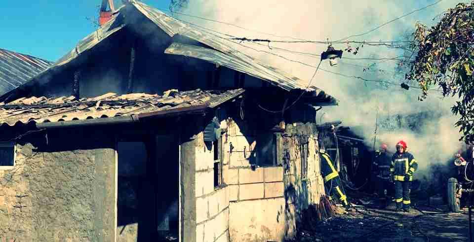 Locuință cuprinsă de flăcări la Orbeasca