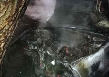 O maşină a luat foc în urma unui accident la Cervenia