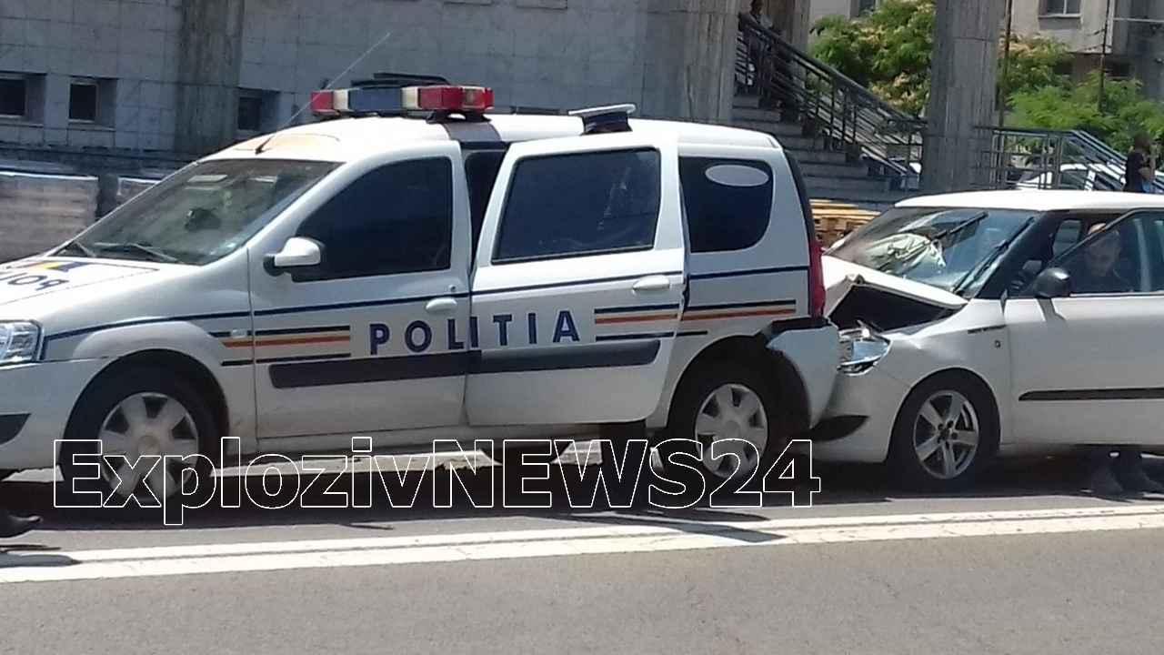 Maşină de poliţie, lovită pe strada Dunării din Alexandria