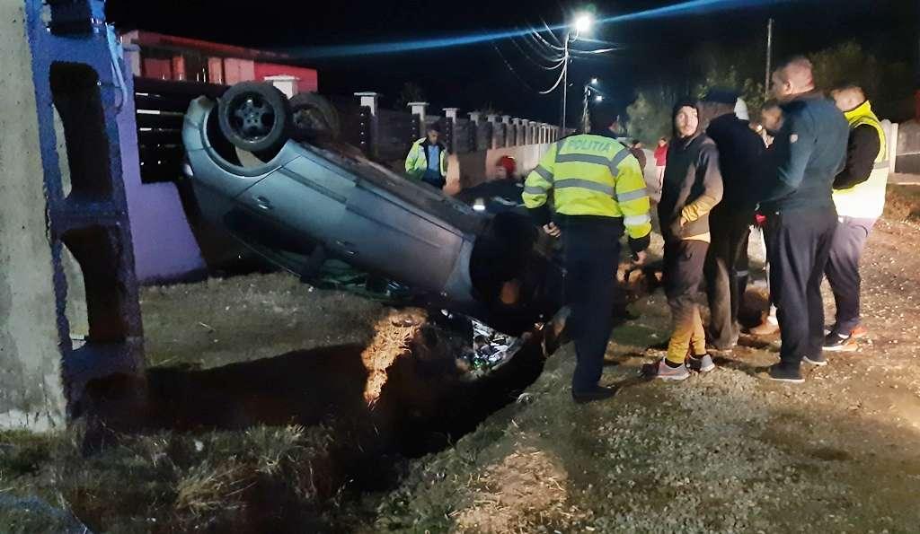 S-a răsturnat cu mașina în șanț și a fugit de la locul accidentului 1